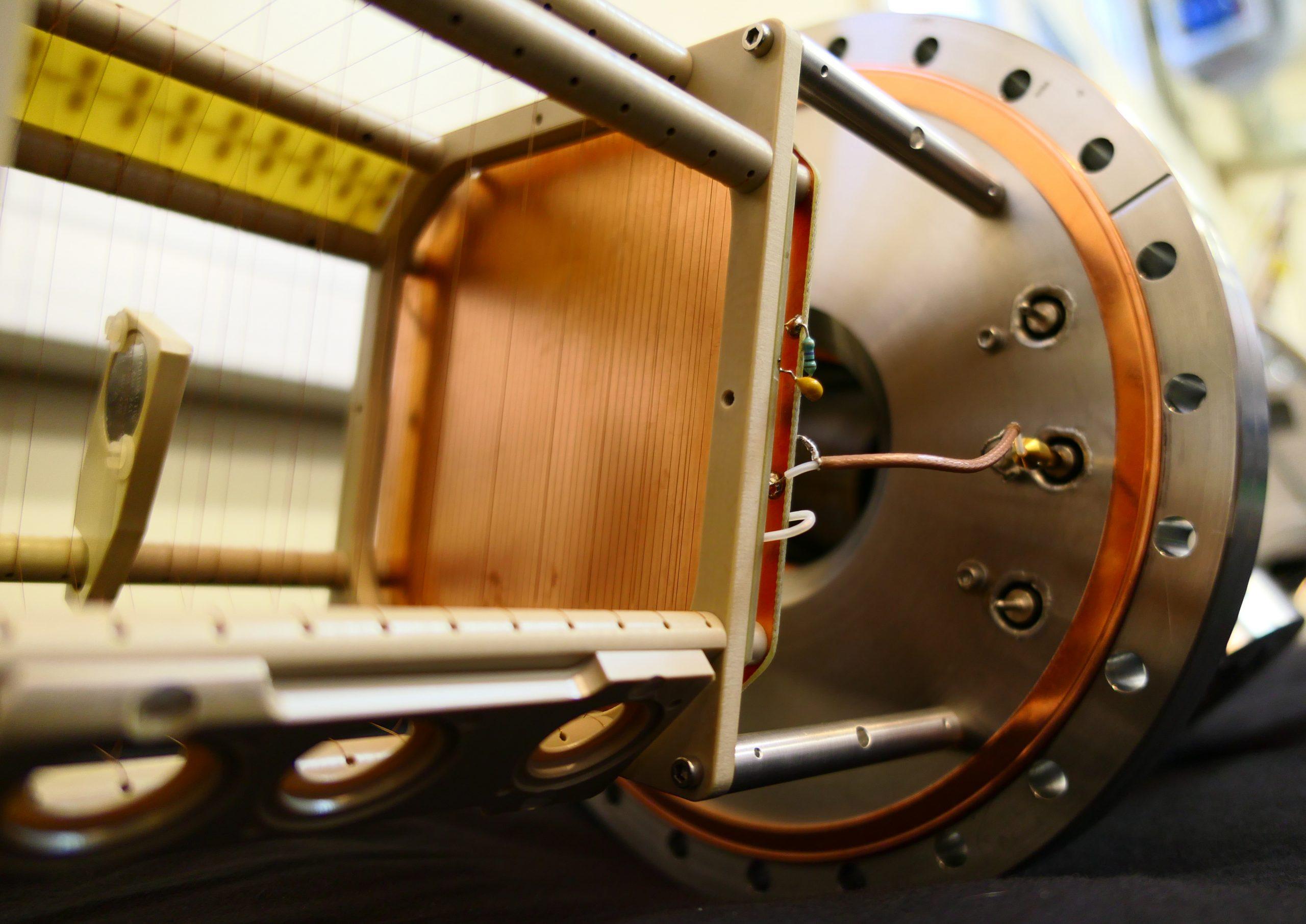Physique des réacteurs. Expérience SCALP. Scintillating ionization Chamber for ALPha particle detection in neutron induced reactions.